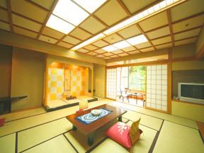 翠明 広々とした和室と鶴仙渓に望む露天風呂が魅力の和洋室