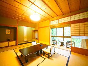 胡蝶 名勝・鶴仙渓を見下ろす数寄屋造りの客室で上質の時間を過ごす
