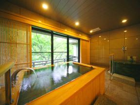 花紫 コンフォートスイートルームにある源泉掛け流しの半露天風呂