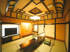 ゆ湯の宿白山菖蒲亭 格天井やリビングもゴージャスな雰囲気の特別室