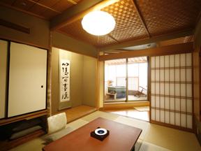季がさね 2間続きのゆったりとした造りの和室