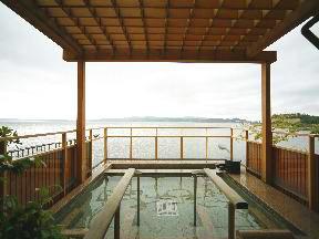 日本の宿のと楽 「くらり湯」天空の寝湯