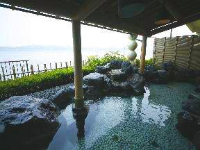 ゆけむりの宿美湾荘 殿方の湯「真珠風呂」露天風呂