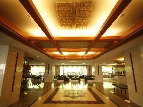 名湯の宿パークホテル雅亭 華やかな広がりを感じるエントランス
