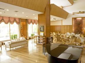 草津ナウリゾートホテル ヨーロピアンテイストのムードたっぷりのラウンジ
