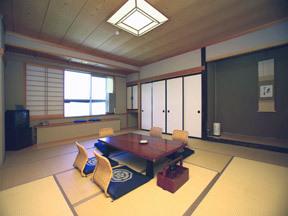 ホテル 後楽荘 ゆったりとくつろげる12.5畳の標準和室