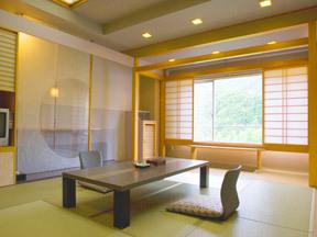 ホテルルーセントタカミヤ 和のしつらいと粋な色使いの客室
