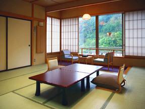 萬国屋 檜風呂からの温海川の眺めも楽しみな本館6階の角部屋