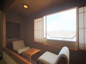湯守 ホテル大観 窓からは御所湖を眼下に見下ろす