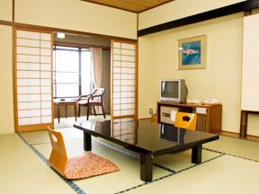 ホテル石庭 床柱が際立つ、モダンな和室は使いやすいシンプルな間取り