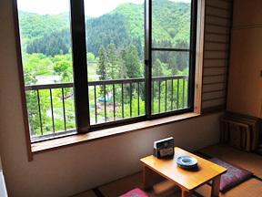 大湯ホテル 窓越しには駒ケ岳が望める