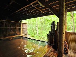 名湯の森ホテルきたふくろう 露天檜風呂「ふくろうの湯」