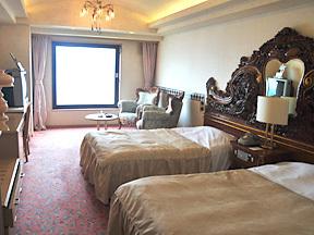 洞爺サンパレス リゾート&スパ 白い壁が陽光にはえる明るい部屋