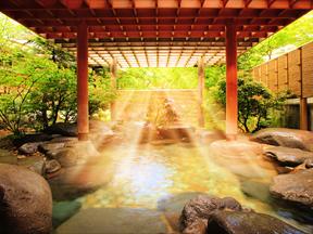 星野リゾート 界 日光 柔らかな日差しが差し込む露天風呂