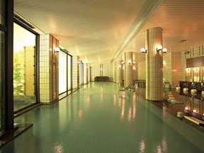 宇奈月杉乃井ホテル 幅が20mもある、ダイナミックな大浴場